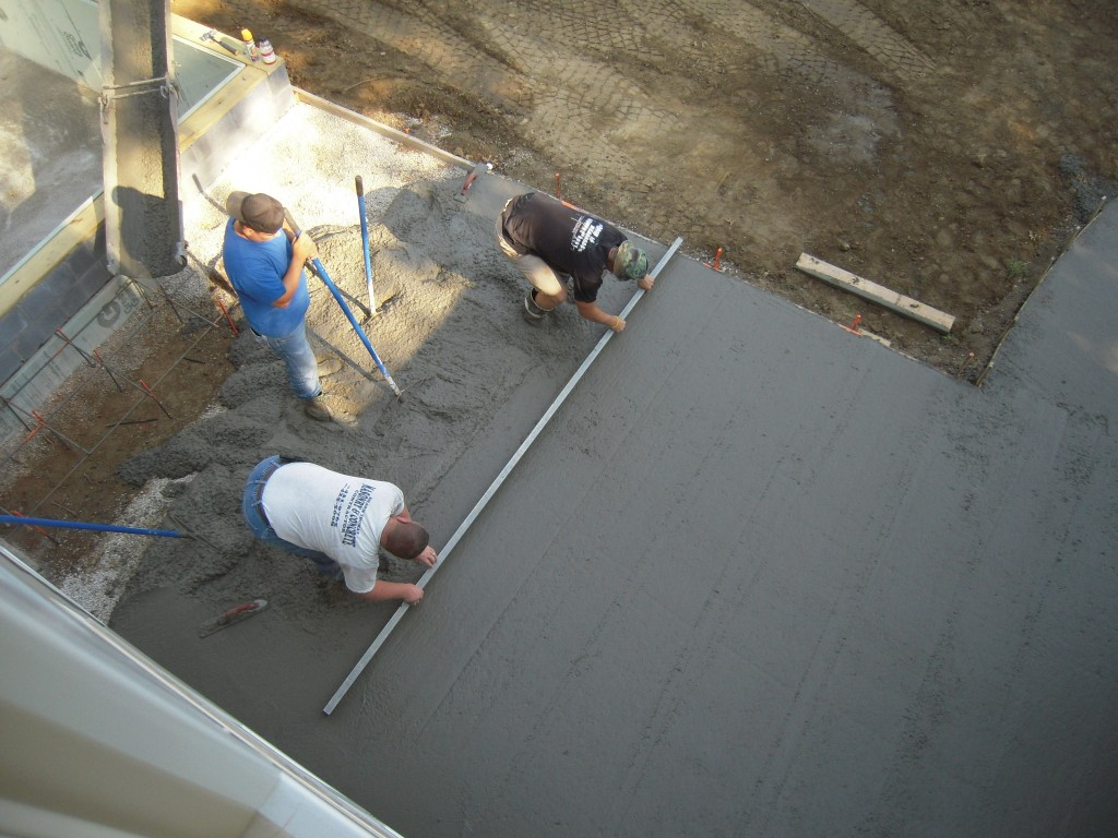 Concrete floor pour 9 best tips for floor pouring for How to make designs in concrete