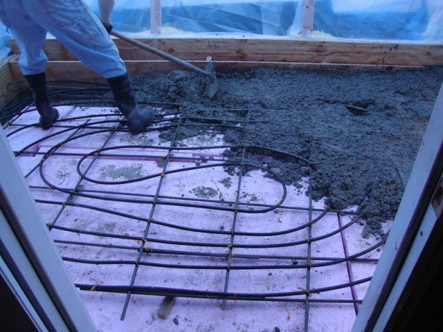 Concrete radiant floor ultimate heating option for home for Garage floor heating systems